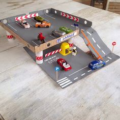 A DIY parking lot for kids can offer hours of engaged and interactive playtime for kids. Pizza Box Crafts, Kids Crafts, Diy For Kids, Gifts For Kids, Kids Garage, Diys, Toddler Boy Gifts, Bois Diy, Cardboard Toys