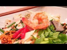 HU TIEU NAM VANG- Rice Noodles with Shrimp, Pork and Chicken - YouTube