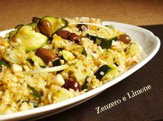 Il bulgur con zucchine e patate è un primo piatto vegetariano, semplice e leggero, adatto ad ogni stagione poiché è buonissimo sia tiepido che freddo.