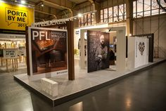 """Stoisko ekspozycyjne """"Materials we love. Concept by Zięta & Kuchciński - od idei do materiału""""."""