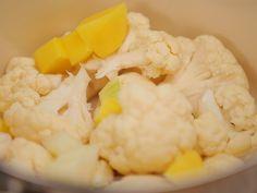 Zupa kalafiorowa z wędzonym łososiem