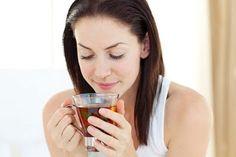 """تعرفي على 5 مضادات طبيعية للقلق والتوتر -  تتعاطى الكثير من النساء للأدوية المضادة للقلق التي يتم وصفها في أغلب الأحيان لعلاج الاكتئاب. غير أن هذه الأدوية وكما يعرف الجميع لها العديد من الاثار الجانبية مثل الادمان زيادة الوزن أو الهيجان. أما ما قد لا تعرفه أغلبية النساء هو أن هنالك علاجات 100 بالمئة طبيعية تملك خصائص علاجية مماثلة للأدوية المضادة للقلق سنذكر في هذا المقال خمسة منها. 1 - نبتة سانت جون أو العرن المثقوب هل تشعرين بالحزن والقلق ولا تستطيعين النوم اذن نبتة سانت جون أو """"هايبريكوم…"""