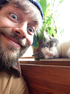 And then this #cat #photobomb my #selfie #menandcats #cuteboyswithcats #toughmenwithcats #hotguyswithcats #boyswithbeardswithcats #boysandpets #boy #man #cute #catsofinstagram #pets #hotdudesncats #hotdudesreading
