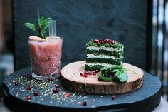 Yeşil lezzet ıspanaklı kekten yaş pasta tarifi nasıl hazırlanır? Ispanaklı kek nasıl yapılır? Ispanaklı kek yapımının püf noktaları nedir? Kolay pasta