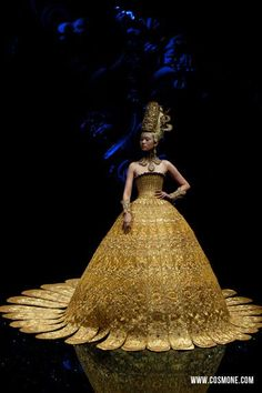 by Guo Pei, The Queen of China's Haute couture Runway Fashion, Fashion Art, High Fashion, Fashion Show, Fashion Design, Dior Haute Couture, Vogue, Guo Pei, Couture Collection