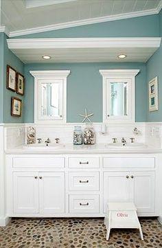 Beach House Bathroom Decor And Modern Bathroom Design Using The Most Delightful Ideas To Create A . Bad Inspiration, Bathroom Inspiration, Creative Inspiration, Creative Ideas, Style At Home, Strand Design, Sweet Home, Beach Bathrooms, Seaside Bathroom