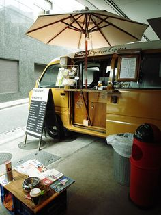 Food truck - dream job: sell coffee, tea and cakey things, drive around to different spots Coffee Carts, Coffee Truck, Mini Camper, Mein Café, Mobile Coffee Shop, Coffee Trailer, Mobile Food Trucks, Mobile Cafe, Food Vans