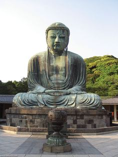 Great Buddha of Kamakura is a monumental outdoor bronze statue of Amit?bha Buddha located at the K?toku-in Temple in Kamakura Kanagawa Prefecture Japan. The bronze statue dates from Gautama Buddha, Amitabha Buddha, Statues, Buddhist Temple, Buddhist Art, Buddhist Texts, Buddhist Quotes, Thailand Beach, Meditation