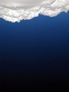 Nuage blanc sur dégradé de ciel bleu #blue