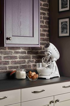 Our SMF13 stand mixer in brilliant bright white comes with a sleek glass bowl as standard – a nifty kitchen addition! Smeg Stand Mixer, Breakfast Set, Estilo Retro, Fresh And Clean, How To Make Homemade, Mixers, Small Appliances, Glass, Color
