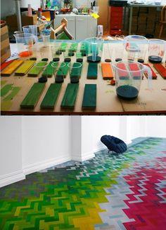 parquet floor with a DIY twist Diy Flooring, Parquet Flooring, Hardwood Floors, Unique Flooring, Staining Wood Floors, Painted Floors, Painted Floorboards, Wood Floor Design, Decoration Table