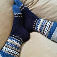 *unbezahlte Werbung* Leider kann ich heute nicht blau machen, aber wenigstens blau tragen 😉 Ich wünsche euch einen schönen Start in die neue Woche. . #soxxbook#frechverlag #soxxno15#jawoll#langyarns#sockenstricken#knittingssocks #socksknitters #soxxsüchtig #strickrn#strickdesigner #knittetsofinstagram