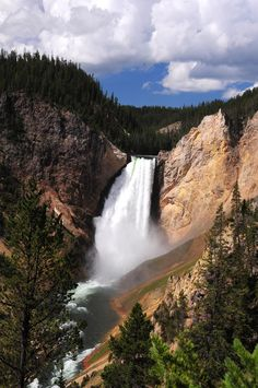 https://flic.kr/p/pbs8p2 | Yellowstone Falls