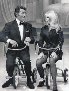 Dean Martin & Joey Heatherton on Murray tricycles (The Dean Martin Show, Dean Martin, Martin Show, Martin King, Vintage Hollywood, Classic Hollywood, Joey Heatherton, Yves Montand, V Max, Jerry Lewis