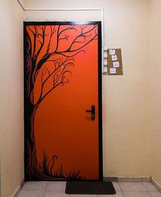 Покраска дверей по трафарету