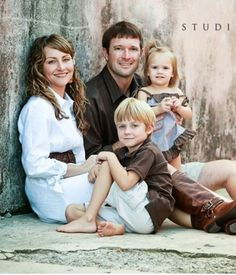 family of 3 picture poses | Family pose. | Photography