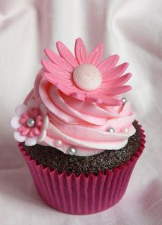 pink perfection daisy cupcake.