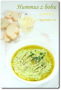 Hummus z bobu Hummus w języku arabskim oznacza ciecierzycę. Przyjęło się jednak, że humusem nazywa się każdą pastę przygotowywaną na bazie roślin strączkowych z dodatkiem pasty tahina, czosnku, oliwy, soku z cytryny. Takie pasty pojawiają się