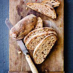 Ølandshvedebrød (2 brød eller 15-20 boller)       Brød af ølandshvede har en udtalt sødme og dybde i smagen. Det høje indhold af protein og gluten giver mulighed for deje med stor elasticitet og brød, der holder sig saftigt længe.
