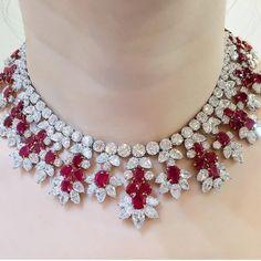 RP @connieluk_christies #harrywinston . • • • #diamond#الماس#elmas#jewelry#fashion#love#beautiful#style #instajewelry#stylish#shiny#jewelrygram#fashionjewelry#luxury#highjewelry#finejewelry#instalike#Instagram#instamood#art#special#love#collection#instacool#awesome#detail#necklace#ruby#bruma
