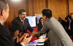 Gobierno venezolano reafirma compromiso con mineros artesanales en el plan de desarrollo minero http://www.ojopelao.com/gobierno-venezolano-reafirma-compromiso-con-mineros-artesanales-en-el-plan-de-desarrollo-minero/