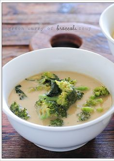 addictive green curry of broccoli soup 3 – 4 tablespoons green curry paste 1 cup coconut milk 2 heads broccoli, chopped into bight sized trees 2 – 3 tablespoons peanut butter Broccoli Curry, Broccoli Soup Recipes, Egg Recipes, Cooking Recipes, Healthy Recipes, Brocolli Salad, Salad Recipes, Dinner Recipes, Gastronomia