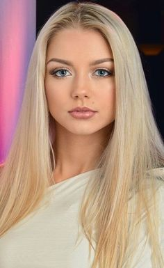 blonde straight long hair, pink lips blue eyes with flawless make up. Looking good into camera in with shirt. Lovely Eyes, Most Beautiful Faces, Gorgeous Women, Gorgeous Girls Body, Pretty Girls, Beauté Blonde, Blonde Beauty, Hair Beauty, Girl Face
