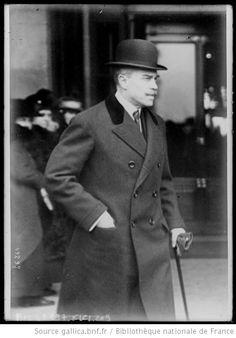 Homme à chapeau melon, vers 1920