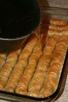 Baklawa rolls - Passion culinaire by Minouchka, Arabic Dessert, Arabic Food, Turkish Recipes, Greek Recipes, Baklava Roll Recipe, Turkish Baklava, Tunisian Food, Food For A Crowd, Pie Cake