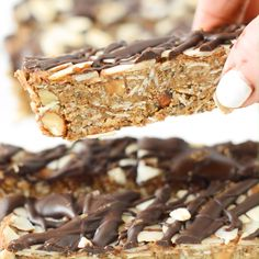 Looking for a healthy snack? These puffed quinoa granola bars are no-bake, vegan and gluten-free for an easy snack everyone will love! Healthy Granola Bars, No Bake Granola Bars, Chewy Granola Bars, Healthy Bars, Healthy Sweets, Healthy Baking, Healthy Cereal Bars, Homemade Protein Bars, Healthy Snacks