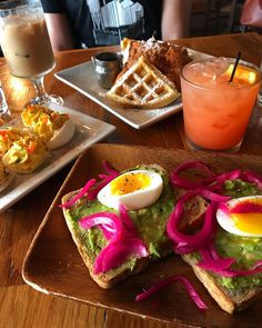 23 Bucket List Cleveland Restaurants You Need To Try If You Haven't Already - Narcity Cleveland Food, Cleveland Restaurants, Cleveland Rocks, Cincinnati, Brunch Places, Nashville Trip, Cool Restaurant, Abandoned Amusement Parks