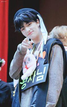 hyunjin smiling (@hyunjinsmiling) | Twitter