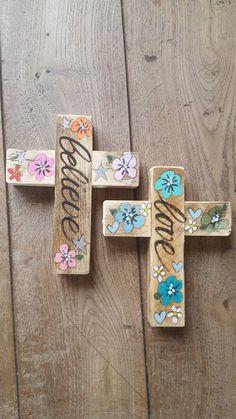 bohemian cross of love #byjootje #handlettering #handmade #steigerhout #wood #uvraagtikmaak