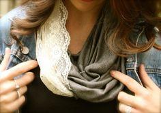 Tavaly ősszel a pólóból készített nyakbavaló volt nagyon trendi, idén viszont nem csak a ruhákon, a sálakon is teret hódított a csipke. Gyűjtöttem pár ötletet rá, hogy milyen módokon kombinálhatunk egy egyszerű textilt ezzel a finom anyaggal. Könnyen elkészíthető mindegyik, akár fél óra alatt lehet egyedi darabunk....