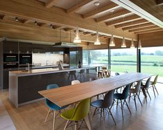 Set within the Peak district, this site commands fabulous views across to Chatsworth House. Scandinavian Furniture, Scandinavian Home, Exterior Design, Interior And Exterior, Hopkins Architects, British Architecture, Chatsworth House, Residential Interior Design, Peak District