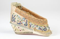 Ladies' shoe | China | date unknown | silk, wood | Royal Collection Trust | RCIN: 83763
