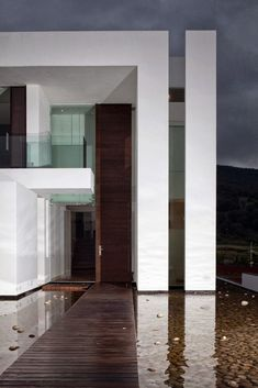 Wooden walkway to the Casa del Agua by Almazán Arquitectos Asociados