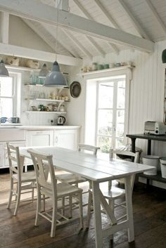 Country Kitchen Design Ideas: Some kitchens are made to be admired at a distance; country kitchens are made to be used. See the entire range of country kitchen style in this photo gallery Cottage Style, Maine House, Home, Kitchen Decor, Cottage Interiors, Home Kitchens, Cottage Kitchens, Kitchen Design, Shabby Chic Kitchen