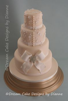 Dream Cake Designs by Dianne: Whether your preference is for traditional style wedding cakes with sugar flowers, vintage style with edible pearls and lace, or modern wedding cakes with personalised characters, Dream Cake Designs w...