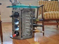 5. Una estantería de vinos hecha con un motor V8.