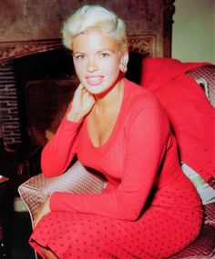 35 Glamorous Photos Show That Jayne Mansfield Looking So Stunning in Red ~ vintage everyday Old Hollywood Stars, Hollywood Actor, Vintage Hollywood, Hollywood Glamour, Classic Hollywood, Hollywood Actresses, Jayne Mansfield, Female Actresses, Actors & Actresses