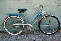 Vintage Bike on Ebay. This guy should have sold this photo too. I love it!