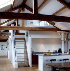 Idee voor huis. Zolder zal zeer klein zijn, eventueel plafond verwijderen en iets leuks doen met vrijgemaakte ruimte... Zie op deze foto... Extra ruimte voor de kinderen om te spelen.