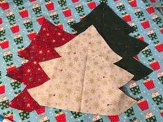 Padded fabric Christmas trees make a great table centrepiece or gift and they are easy to make. Find out how to make them and get my FREE TEMPLATE here! Christmas Decorations Sewing, Easy Christmas Ornaments, Fabric Christmas Trees, Christmas Sewing Projects, Christmas Tree Pattern, Christmas Crochet Patterns, Easy Sewing Projects, Christmas Angels, Simple Christmas