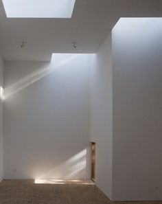 T Space - Steven Holl Architects    Love the contrast between light/dark and indirect/direct daylighting.