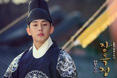 """Yoo Ah In as King Lee Soon in """"Jang Ok Jung (SBS,2013)"""" series"""