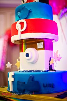 Your favorite social media sites jumped off the screen and out of our Social Media Cake. No 3D glasses required!