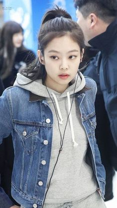 Lisa grit her teeth. In about 30 minutes, Jennie… Blackpink Fashion, Korean Fashion, Fashion Outfits, Womens Fashion, Kim Jennie, Blackpink Photos, Kim Jisoo, Airport Style, Airport Fashion