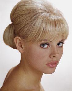 Britt Ekland ~ 1960's. Бритт Экланд — шведская актриса и фотомодель, добившаяся признания в Великобритании. Наиболее всего запомнилась как девушка Бонда в девятом фильме об английском суперагенте «Человек с золотым пистолетом».
