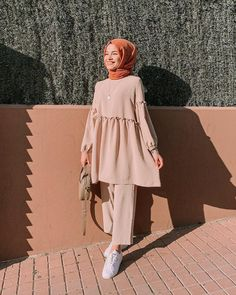 Pin by ima on blouse & shirt in 2019 hijab fashion, hijab outfit, stree Hijab Fashion Summer, Modest Fashion Hijab, Modern Hijab Fashion, Street Hijab Fashion, Hijab Casual, Hijab Fashion Inspiration, Hijab Chic, Muslim Fashion, Mode Inspiration